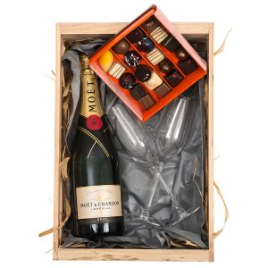 Moet-En-Chandon-Champagne-Chocoloza-Chocoloates-Hamper-World