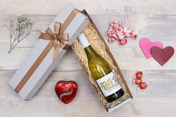 Romantic-Wine-Chocolate-Gift-Hamper-World