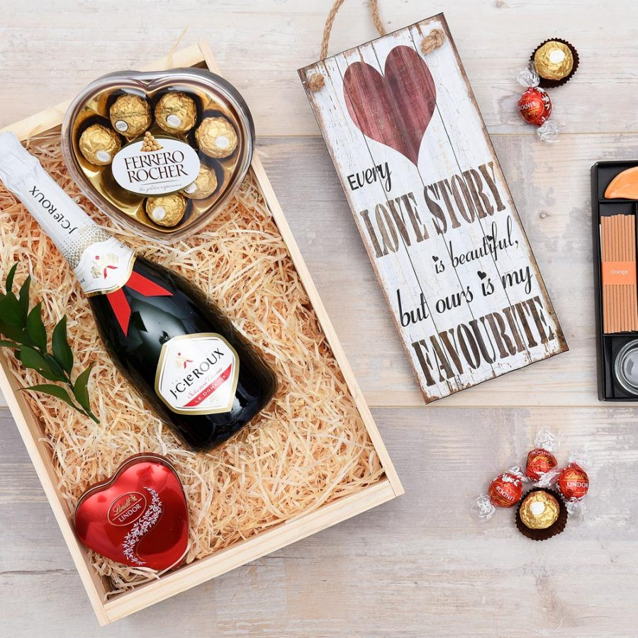 J.C. Le Roux Bubbly, Sweets & Aromatherapy Gift | Hamper World