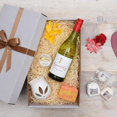 White Wine Gift Hamper & Wax Melt and Burner | Hamper World