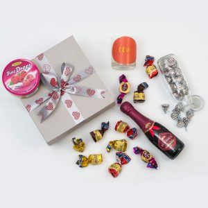 Mini Bubbly Gift With Sweets, Chocolates & Candle | Hamper World
