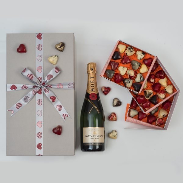 This Moët en Chandon & Chocolates Valentine's Gift Set includes exclusive chocolates and a bottle of Moët en Chandon Champagne in a custom made gift box. From Hamper World.