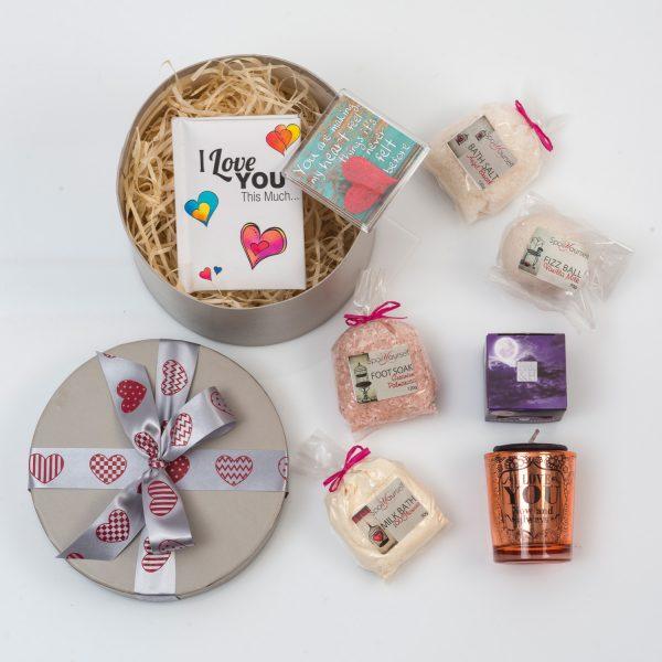 Romantic Pamper Gift For Her | Hamper World
