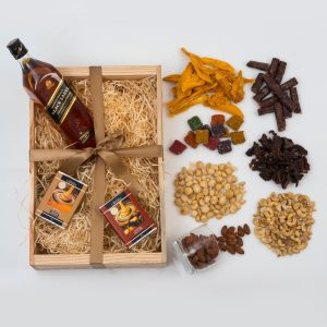 Whisky Hamper with Snacks & Chocolates | Hamper World