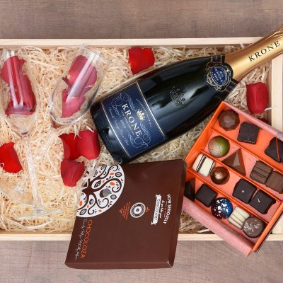 Romantic Gift with Luxury Chocolates & Bubbly | Hamper World
