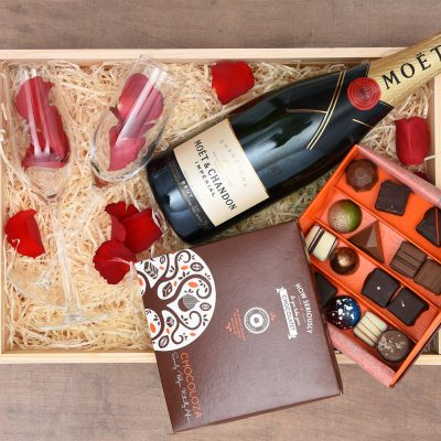 Romantic Gifts - Luxury Chocolates & Champagne | Hamper World