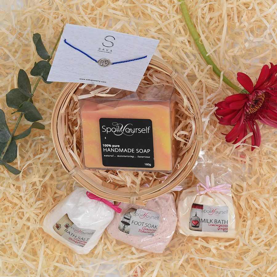 Spoil-Yourself-Pamper-Hamper-With-Bracelet-Hamper World