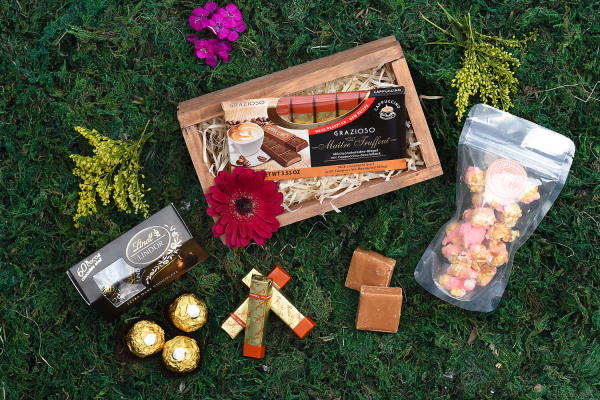 Sweets-Overload-In-Crate-Hamper-World