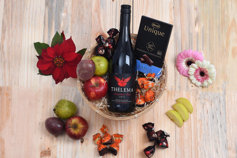 Red-Wine-Fruit-Gift-Hamper-World