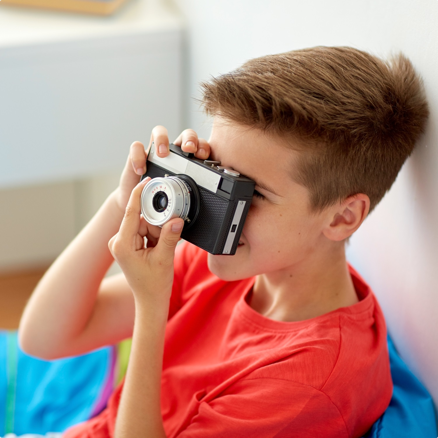 Fun-Activities-For-The-Kids-Boy-Taking-Pictures-Hamper-World