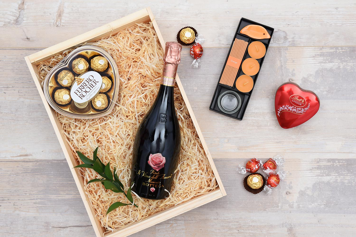 Vino Del Amore & Chocolates Gift Hamper | Hamper World