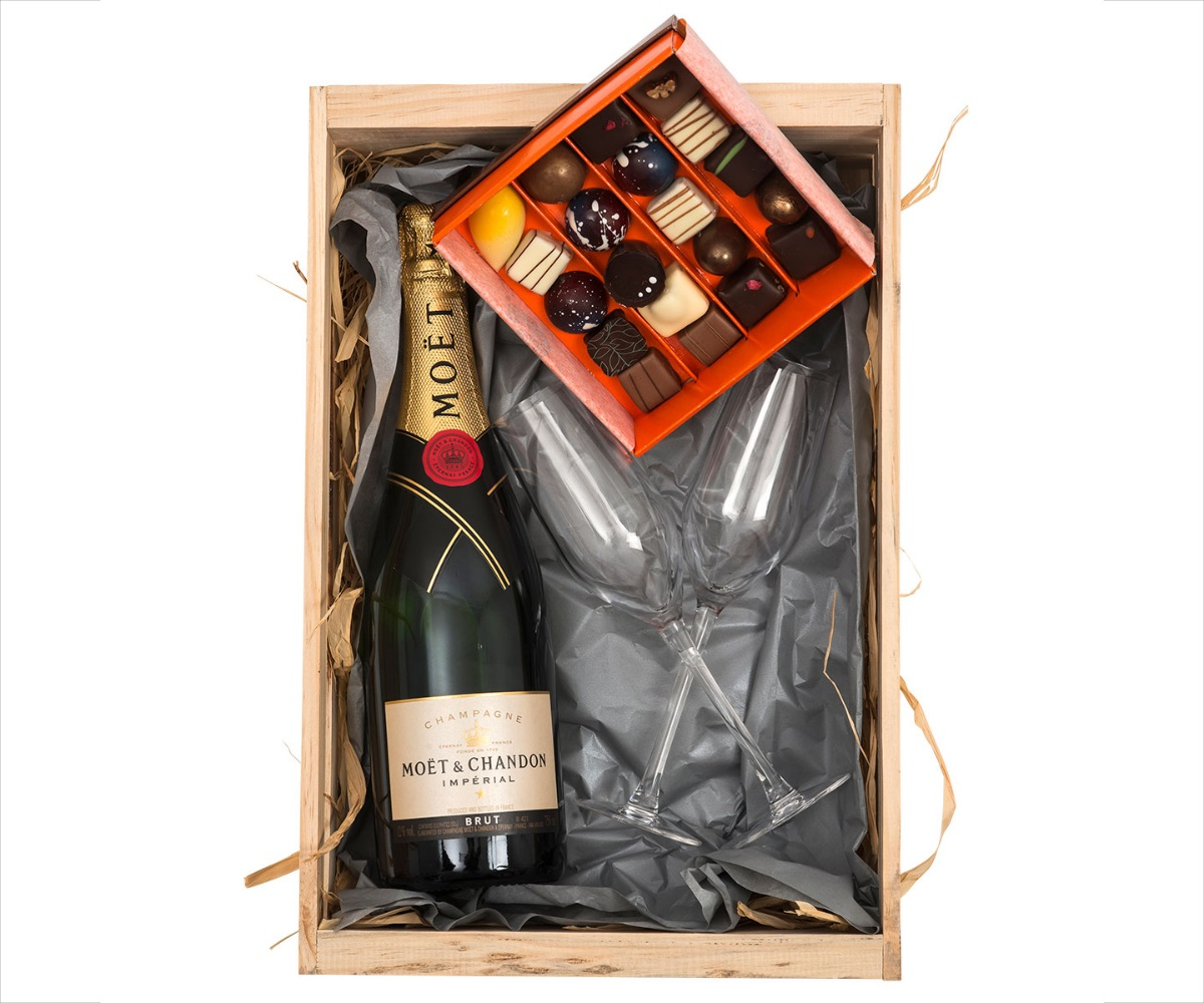 Moet En Chandon & Chocoloza Chocolates | Hamper World