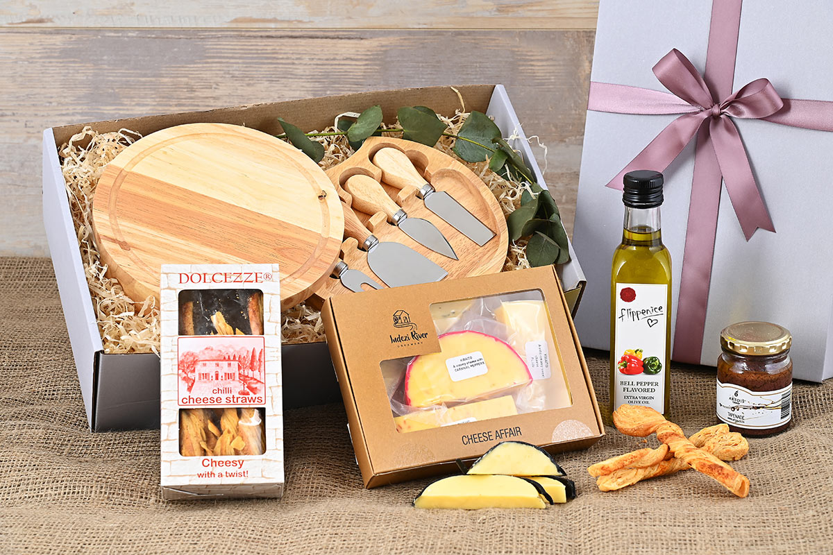 Flippenice & Artois Olive Tapenade Cheese Hamper | Hamper World