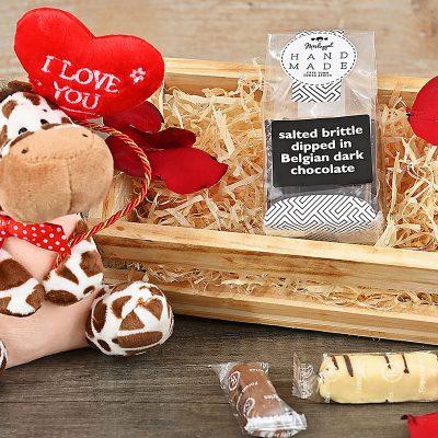 Giraffe Sweets Crate | Hamper World