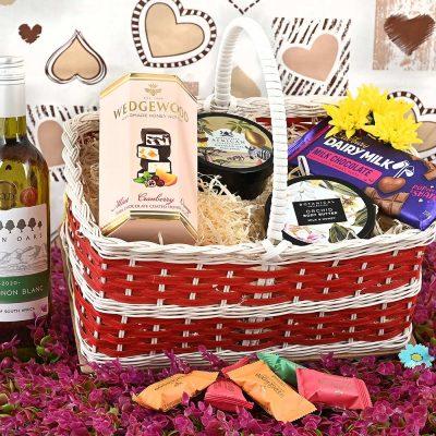 White Wine & Wedgewood Basket | Hamper World